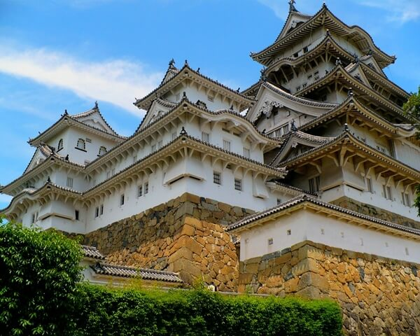Himeji castle famous by it s unique architecture for Castle architecture design