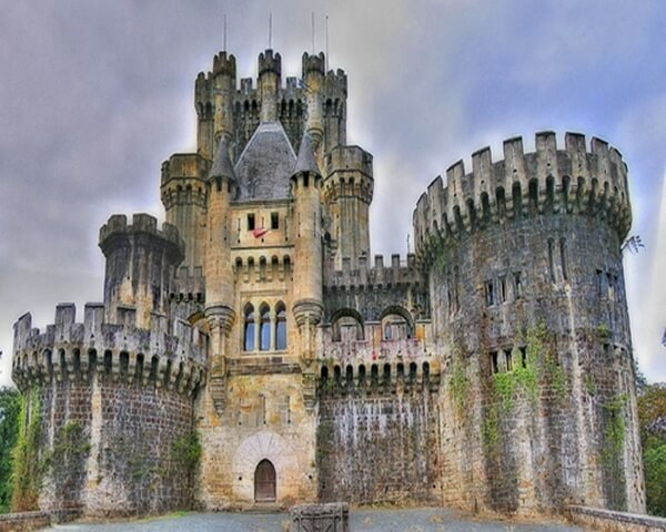 castle10 Gothic Architecture Reflected in Burton Castle Spain