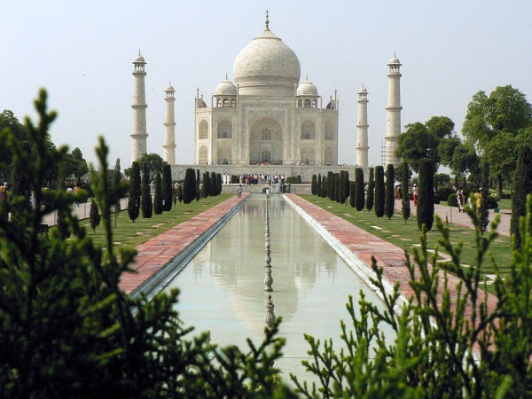 Taj Mahal closeup 1 600x450 The Taj Mahal most famous architecture places on India FJTXUVWU9ASS