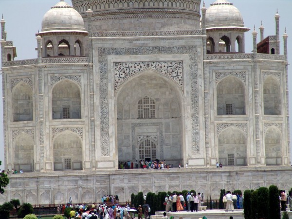 Taj Mahal closeup 4 600x450 The Taj Mahal most famous architecture places on India FJTXUVWU9ASS
