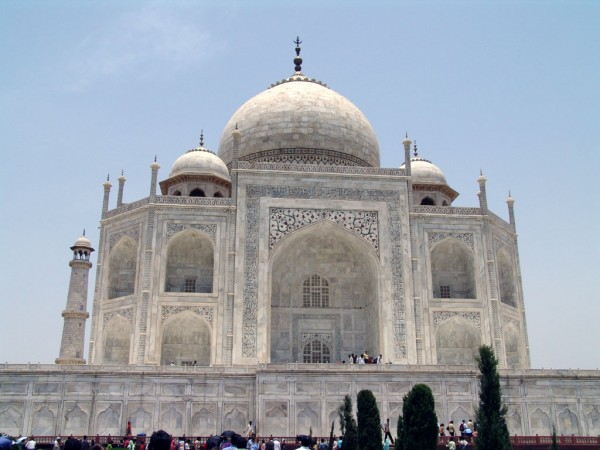 Taj Mahal closeup 6 600x450 The Taj Mahal most famous architecture places on India FJTXUVWU9ASS