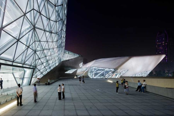 guangzhou opera house 11 600x400 Guangzhou Opera House by Zaha Hadid Architect