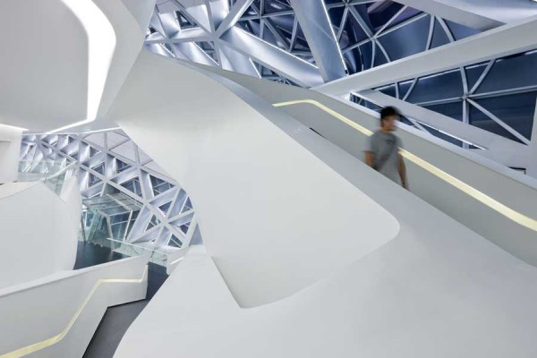 guangzhou opera house 4 600x400 Guangzhou Opera House by Zaha Hadid Architect
