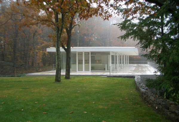 transparence design exterior 1 600x409 Remarkable design  The Olnick Spanu House by Alberto Campo Baeza