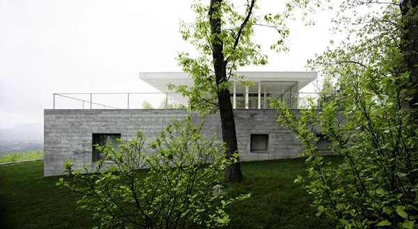transparence design exterior 4 600x329 Remarkable design  The Olnick Spanu House by Alberto Campo Baeza