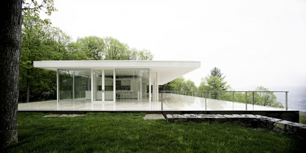 transparence design exterior 600x300 Remarkable design  The Olnick Spanu House by Alberto Campo Baeza
