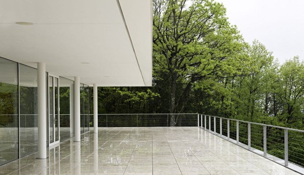 transparence design exterior 7 600x346 Remarkable design  The Olnick Spanu House by Alberto Campo Baeza