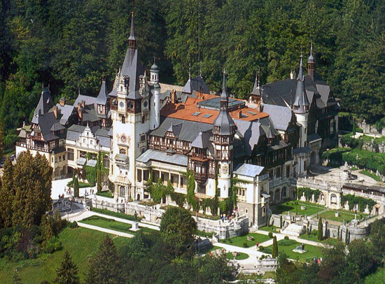 Peles.jpg 5 Peles Castle a beautiful architecture design