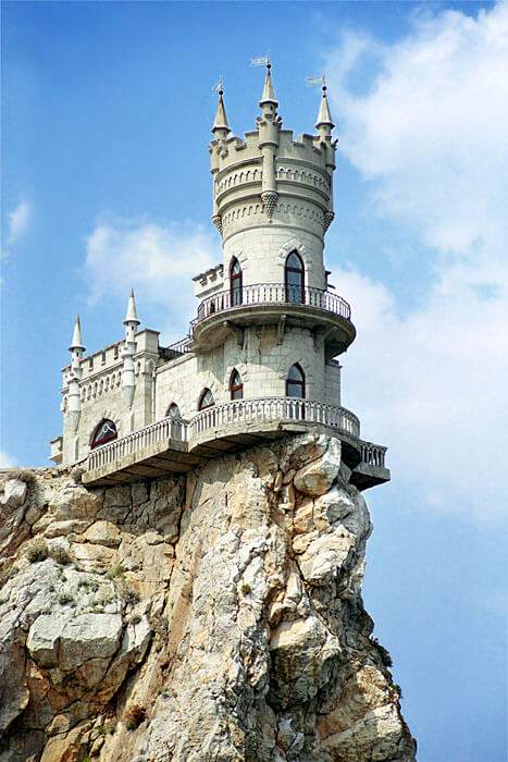 Swallow s nest castle design crimea interior design for Castle architecture design