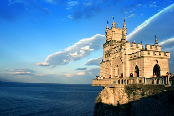 castle nest 3 600x399 Swallows Nest Castle Design Crimea