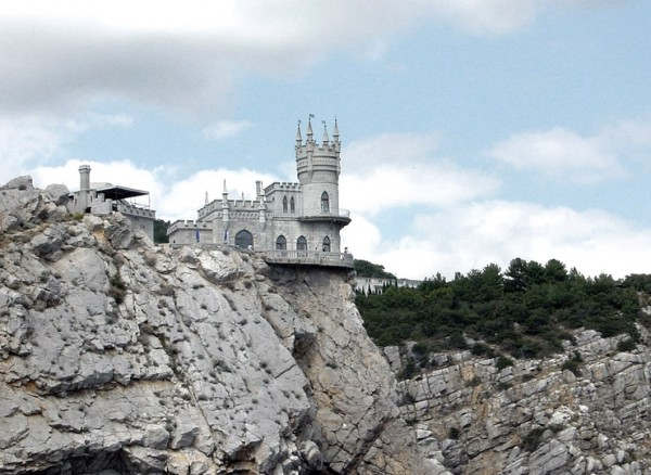 castle nest 4 600x438 Swallows Nest Castle Design Crimea