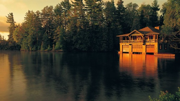 001972 01 exterior lake boathouse forest sunset 600x337 Best 10 Luxury Honeymoon Resorts