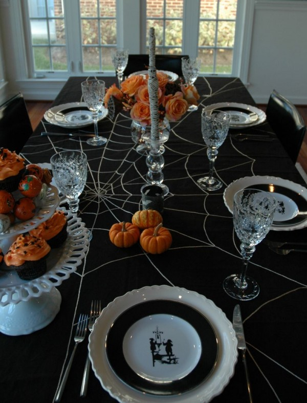6a00e550651b078834010535a23ec0970c 800wi 600x787 12 Ideas to Decorate your Table for Halloween