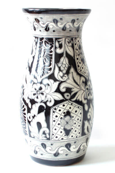 black white vase 5 Types of Charming Handmade Vases