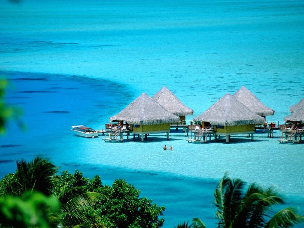 bora bora island tahiti french polynesia 600x450 Best 10 Luxury Honeymoon Resorts