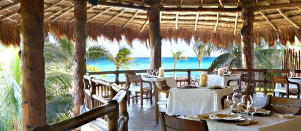 dining 9 600x262 Best 10 Luxury Honeymoon Resorts