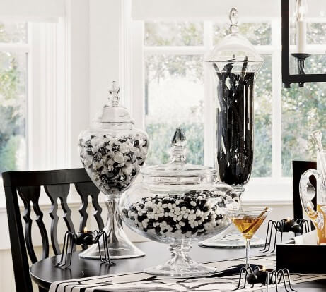 halloween look design idea table accents easy to do fun creepy spiders black white 12 Ideas to Decorate your Table for Halloween