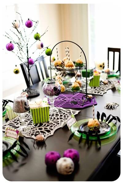 halloween table6 12 Ideas to Decorate your Table for Halloween