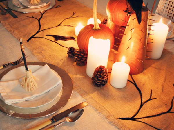 original marian parsons halloween runner beauty 1 s4x3 lg 600x450 12 Ideas to Decorate your Table for Halloween