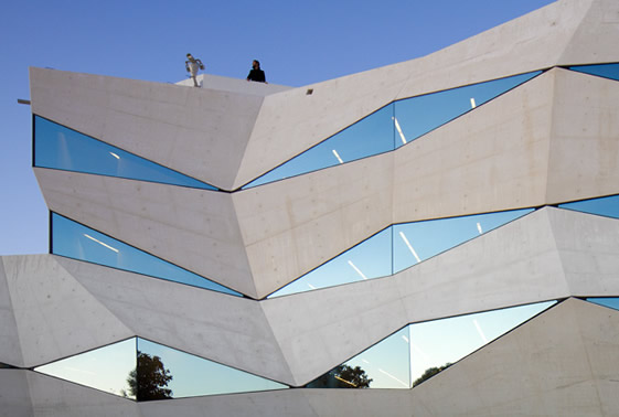 vfone2 Innovative and Appealing  Design of Vodafone Office Building in Porto