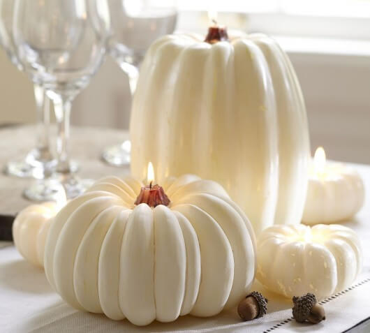 white pumpkin candle for Halloween1 530x477 12 Ideas to Decorate your Table for Halloween