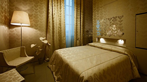 008463 11 gold heart room 600x337 Fabulous Maison Moschino With Striking Fairytale Design Concept