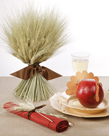 4052 112408 pomturkey xl 20 Creative Thanksgiving Table Settings Ideas