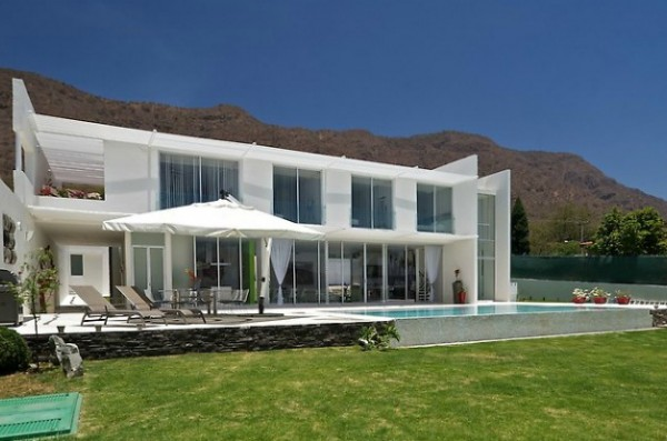casa sjc13 600x397 Modern Leisure Residence Overlooking Breathtaking Scenery
