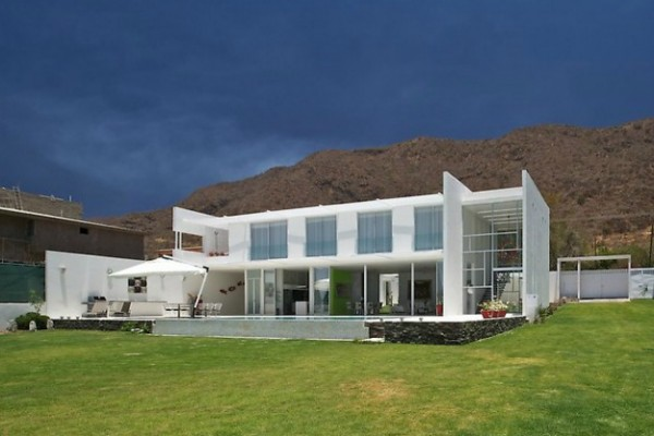 casa sjc14 600x400 Modern Leisure Residence Overlooking Breathtaking Scenery