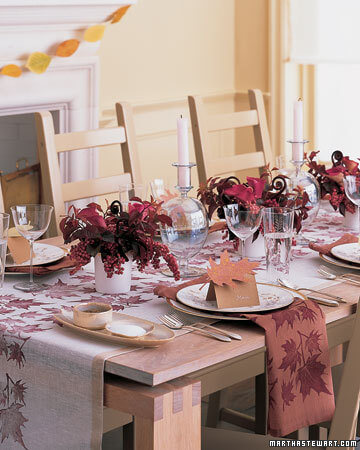 la102499 1106 leaf speck xl 20 Creative Thanksgiving Table Settings Ideas