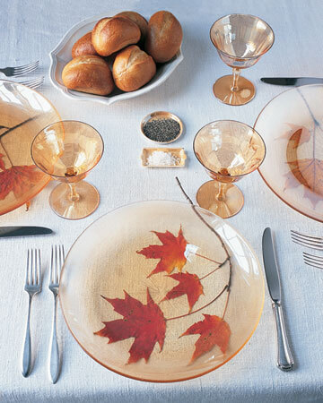 la102781 1007 leafsttg xl 20 Creative Thanksgiving Table Settings Ideas