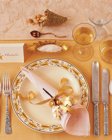 la102862 1107 goldstg xl 20 Creative Thanksgiving Table Settings Ideas