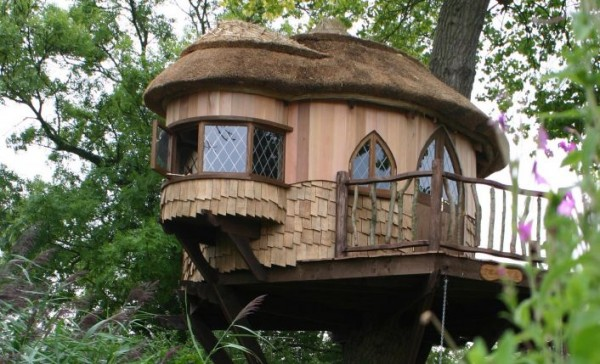 2 gallery image 600x364 Outstanding Luxury Tree Houses Designs by Blue Forest
