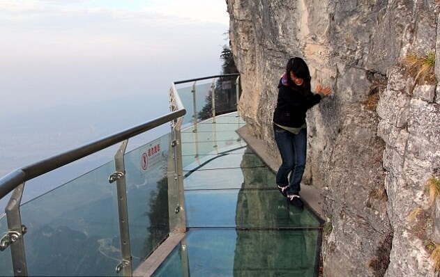3614578092011111092553 Transparent Glass Skywalk in China's Tianmen Mountain Park
