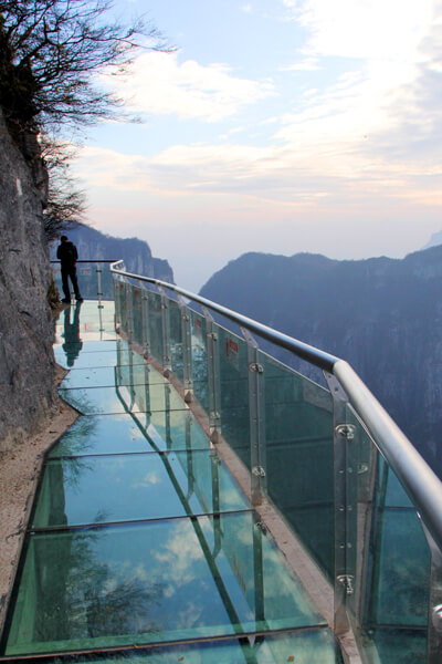 3614578092011111092629 Transparent Glass Skywalk in China's Tianmen Mountain Park