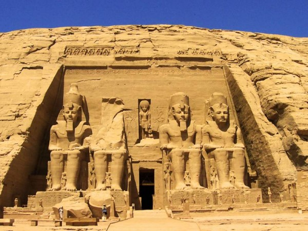 AbuSimbelBoltonEgypt 600x450 100 Most Famous Landmarks Around the World