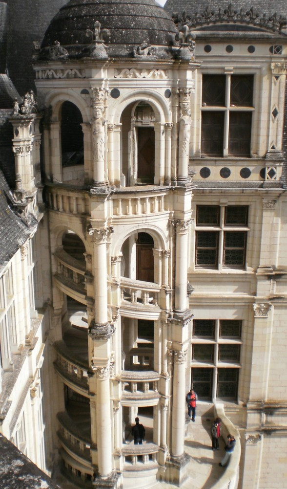 Chateau de Chambord.jpg 5 588x1000 Chateau de Chambord a Renaissance Chateau in the Heart of the Loire Valley, France