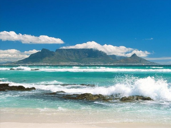 Coastline View of Table Mountain South Africa 600x450 100 Most Famous Landmarks Around the World