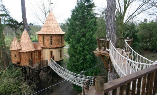 Herts 21 gallery image 600x364 Outstanding Luxury Tree Houses Designs by Blue Forest