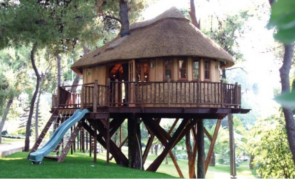Hightech01 gallery image 600x364 Outstanding Luxury Tree Houses Designs by Blue Forest