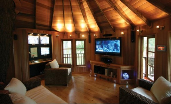 Hightech02 gallery image 600x364 Outstanding Luxury Tree Houses Designs by Blue Forest