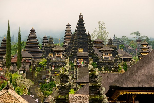 Indonesia Bali BesakihTemple 1 600x400 100 Most Famous Landmarks Around the World