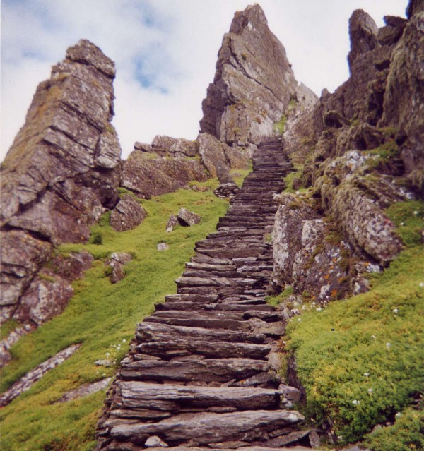 Ireland travel Irish Skellig Michael Lothann 600x639 100 Most Famous Landmarks Around the World