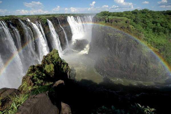 Victoria Falls Zambia and Zimbabwe 600x400 100 Most Famous Landmarks Around the World