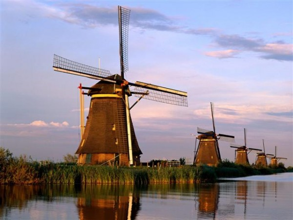 Windmills Kinderdijk Netherlands 600x450 100 Most Famous Landmarks Around the World