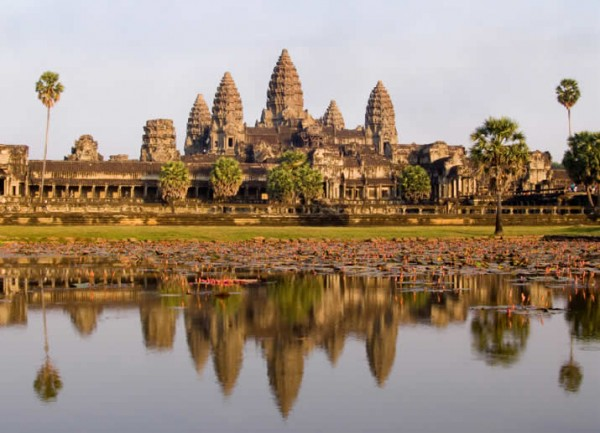cambodia angkor wat majesty 600x433 100 Most Famous Landmarks Around the World