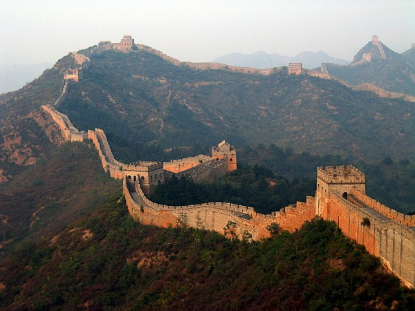 great wall of china 600x450 100 Most Famous Landmarks Around the World