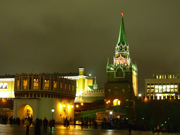 kremlin pedestrian entrance 100 Most Famous Landmarks Around the World