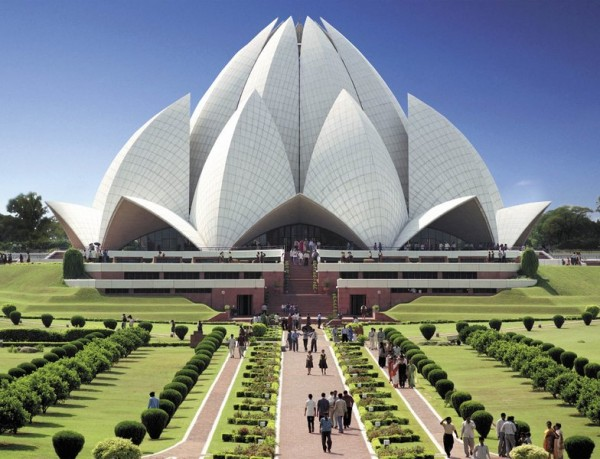 lotus temple 600x459 100 Most Famous Landmarks Around the World