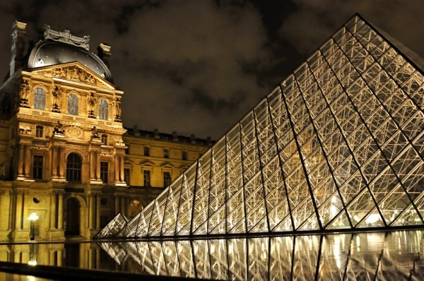 louvre 1 600x398 100 Most Famous Landmarks Around the World